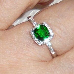 Jewelry - CZ & Green Stone Size 7 3/4 Ring